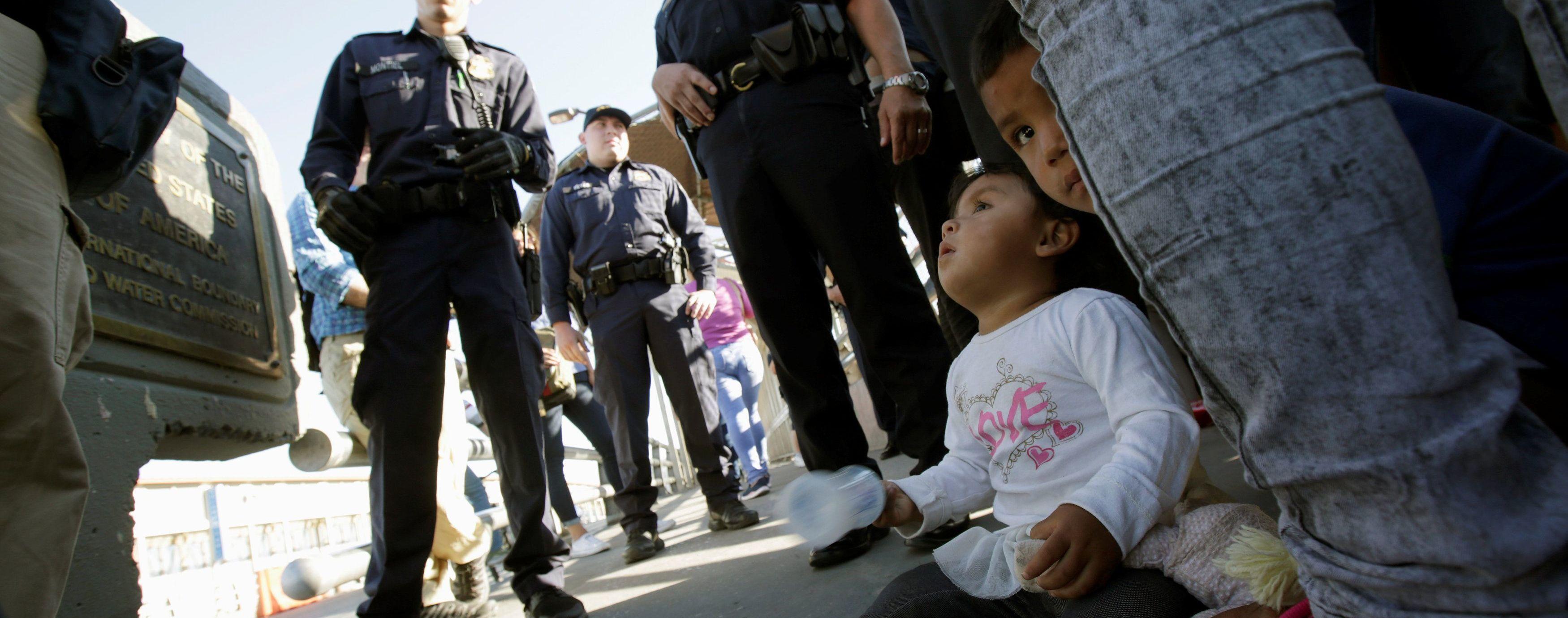 Суд установил сроки воссоединения семей мигрантов на границе США