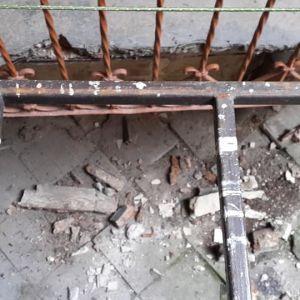 """""""Чудом не пострадали"""": во Львове обвалился балкон, когда на нем стояли отец с ребенком (фото)"""