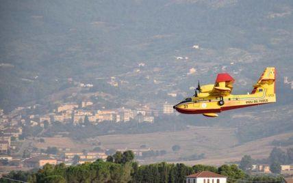 Лесные пожары бушуют на Сицилии: пятеро травмированных, с перебоями работает аэропорт