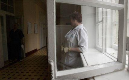 Под Днепром из окна медучреждения выпала врач: подозревают самоубийство из-за сокращения