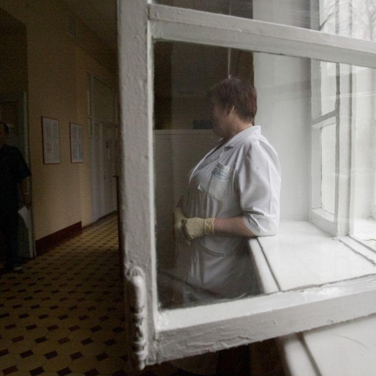 В Днепре из окна больницы выбросилась пациентка с онкологией и коронавирусом