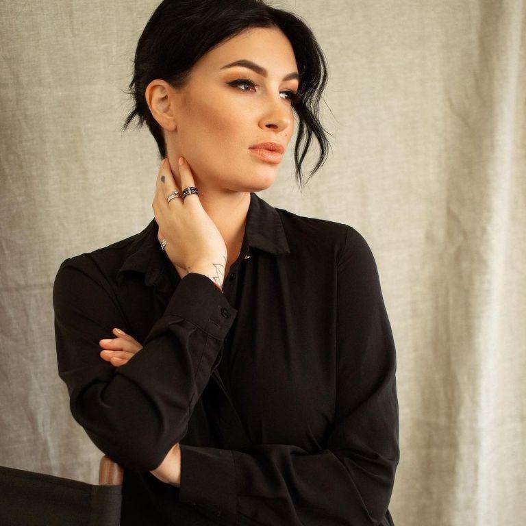 Настя Приходько показала эффектное платье с Эйфелевой башней от Сергея Ермакова
