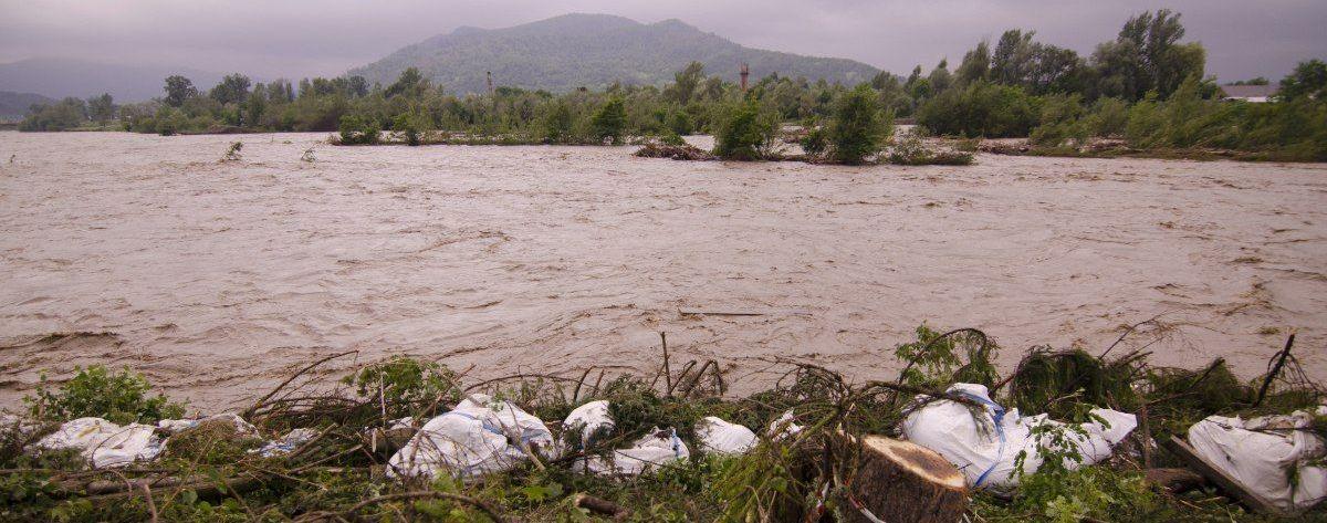 Реки могут выйти из берегов: жителей Львовской области предупреждают о паводках и селевых потоках