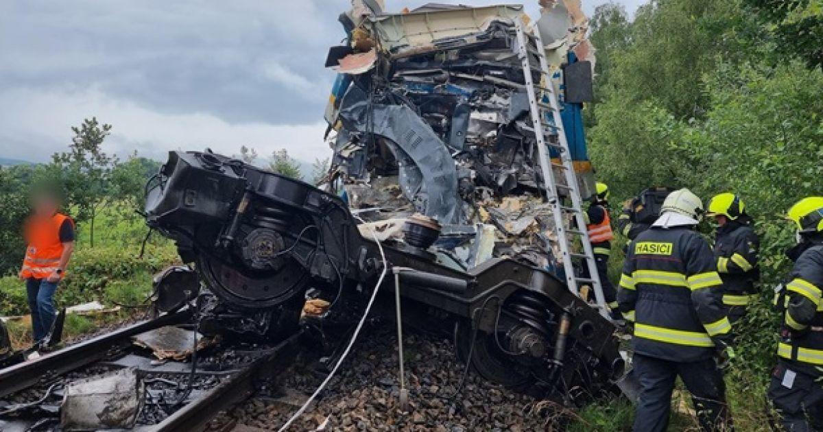 В Чехии столкнулись два пассажирских поезда, по меньшей мере два человека  погибли — Мир — tsn.ua
