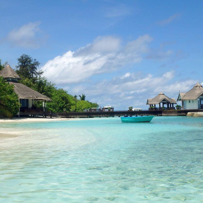 Мальдивы собираются взимать налог с туристов, вылетающих из островов