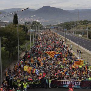 Протести в Барселоні. В Каталонії оголосили загальну забастовку, а Пучдемон здався прокуратурі