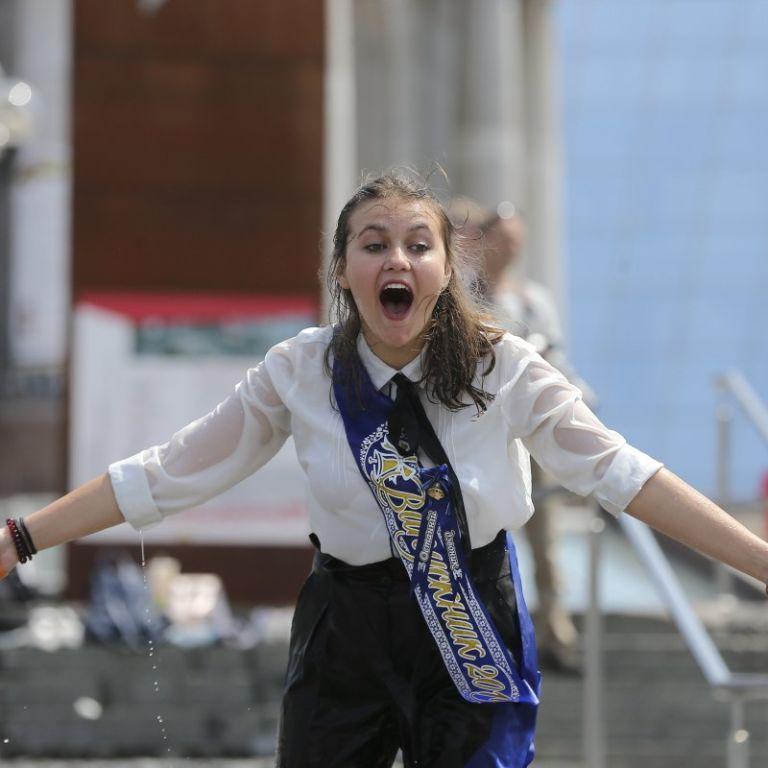 Випускні в Україні: скільки коштує прощання зі школою