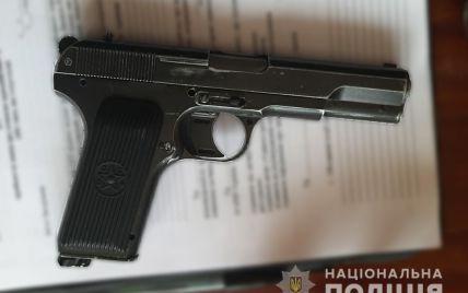"""В Кременчуці рецидивіст """"під кайфом"""" обстріляв поліцейських"""