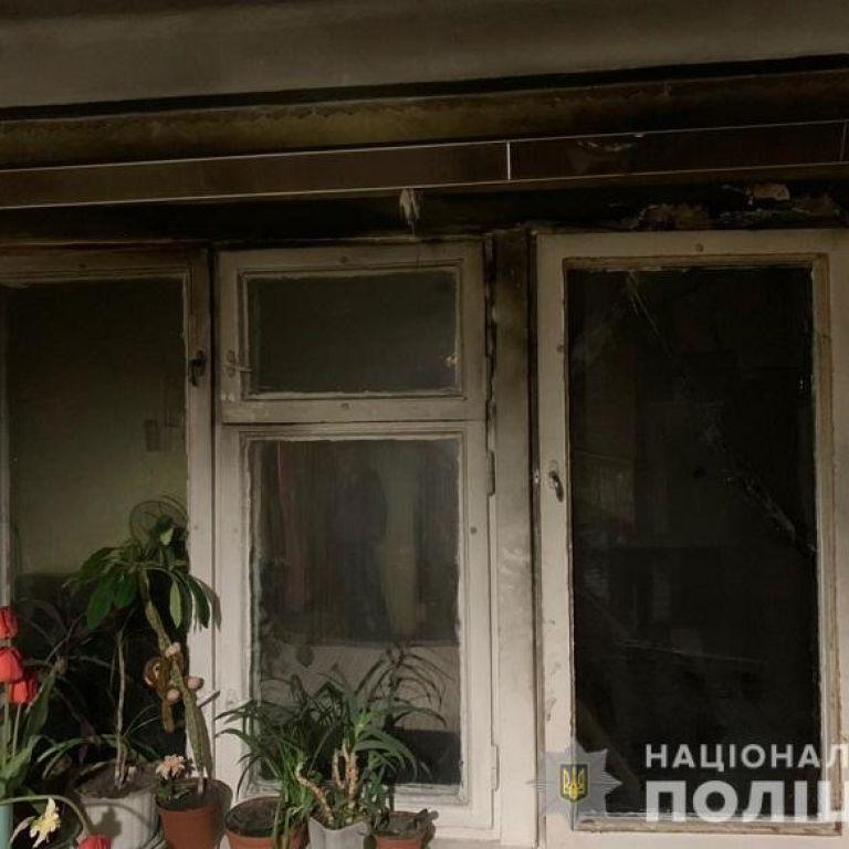 У Києві п'яний чоловік після сварки з дружиною підпалив балкон власної квартири (фото)