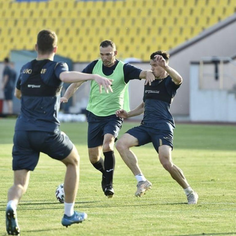 Подготовка к Евро-2020: Шевченко сыграл в поле, Шовковский встал в ворота на тренировке сборной Украины (видео)