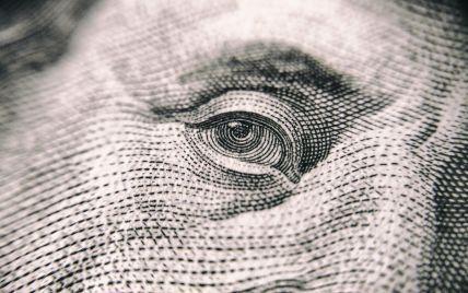 Перший день весни зустрів українців здешевшанням валюти. Інфографіка