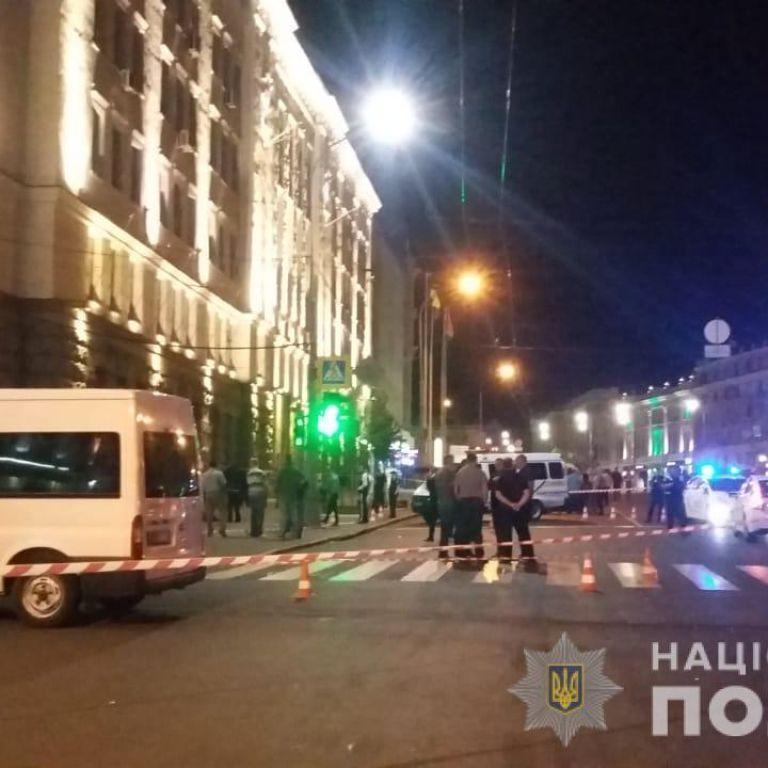 В результате стрельбы возле Харьковского горсовета ранения получили четверо человек - источник