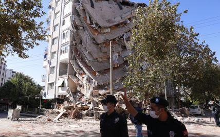Під завалами зруйнованих землетрусом будинків у Туреччині знайшли вже понад сотню загиблих