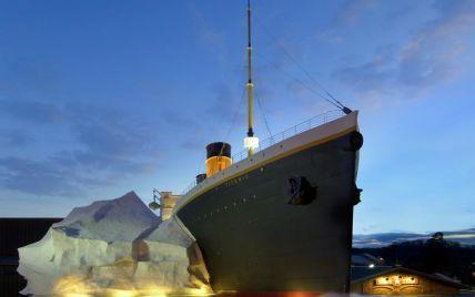 """В США на посетителей музея """"Титаника"""" упал макет айсберга"""