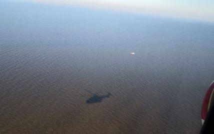 На Київському морі врятували 10-річну дівчинку, яка вистрибнула з човна за чотири кілометри від берега (відео)