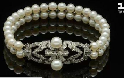 В ходе торгов цена взлетела в 10 раз: семейную драгоценность британской монархии продали с аукциона