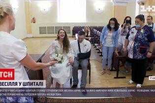 Новости Украины: в Киеве поженились раненный разведчик Борис Бас и его невеста с Донбасса