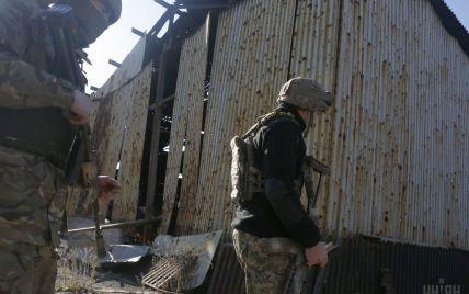 Ситуація на Донбасі: двоє українських військових отримали поранення, бойовики гатять з артилерії