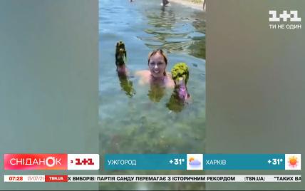"""""""Прекрасный отдых"""": блогер высмеяла отпуск в Одессе с медузами и водорослями"""