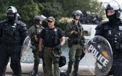 В США полиция арестовала четырех человек в ходе митинга сторонников Трампа: один из них был вооружен