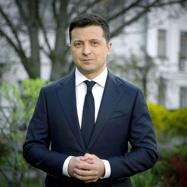 Президент Зеленський нагородив званням Мати-героїня понад тисячу українок