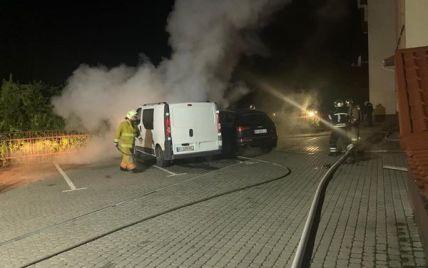 Подожгли и скрылись: в Киеве неизвестные сожгли автомобиль депутата облсовета (фото)