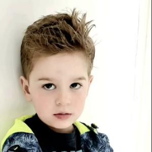 """""""Никогда не был девочкой"""": в Великобритании отец рассказал о своем 4-летнем сыне-трансгендере"""