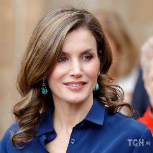 У сірій сукні і двоколірних човниках: королева Летиція на зустрічі