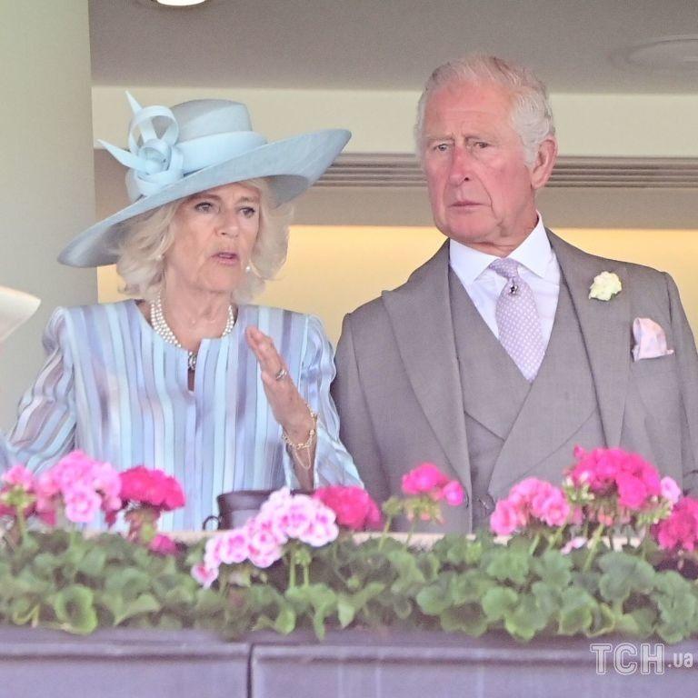 Він у фраку, а вона в блакитному вбранні: Чарльз і Камілла відвідали Royal Ascot