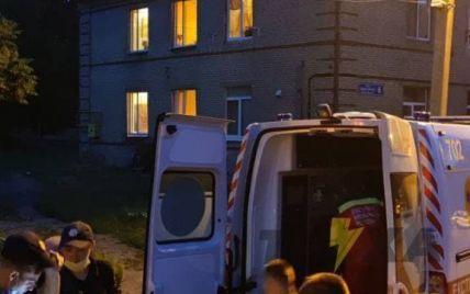 Душили і лупцювали палицею: у Харкові троє чоловіків до коми побили хлопця, який поцупив телефон