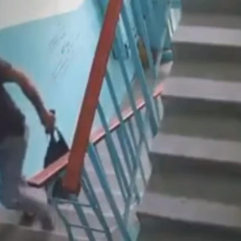 У Києві чоловіки, що робили ремонт, обікрали квартиру: з'явилося відео
