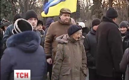 Під Радою активісти проводять одразу два мітинги