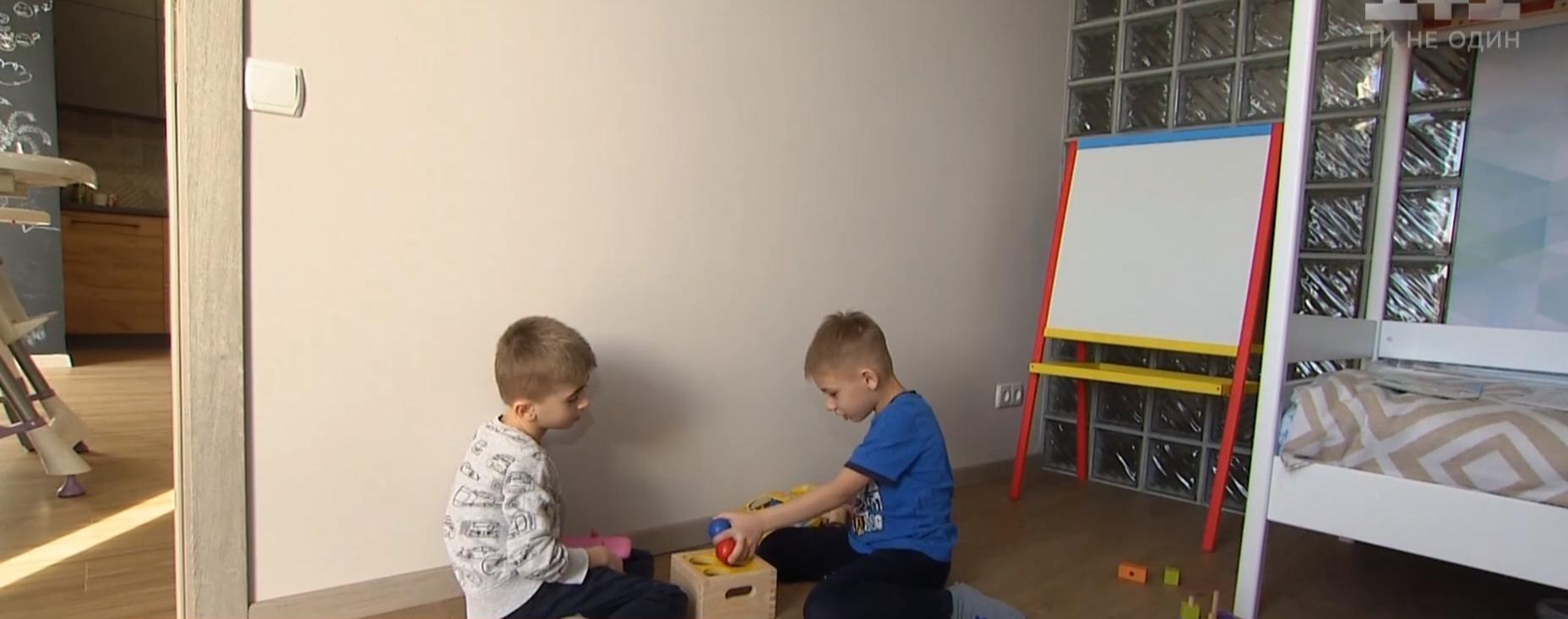 Гуляють, займаються із логопедом і мають власні кімнати: в Україні запрацював перший будинок для дітей-сиріт із особливими потребами