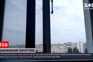 Новини України: у Дніпрі дівчинка випала з шостого поверху не діставши жодного перелому