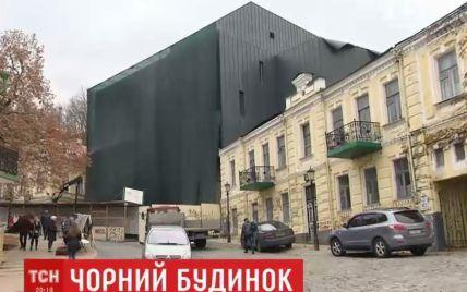 Черный театр на Андреевском спуске вызвал скандал в Киеве