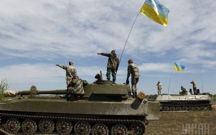 Над Марьинкой развевается государственный флаг Украины. Дайджест АТО