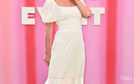 Підкреслила талію білою сукнею: Періс Гілтон на презентації свого нового шоу