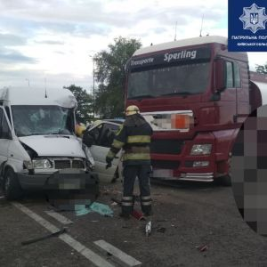 На трасі Київ - Одеса сталася ДТП з вантажівкою: рух обмежено
