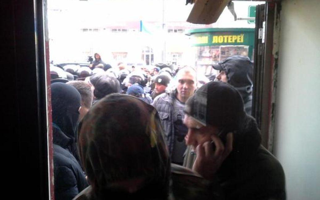 У Харкові сталася бійка між правоохоронцями та активістами / © @itsector