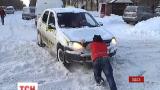 Мешканці Одеси всю ніч провели в сніговій блокаді
