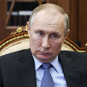 Брязканням зброєю біля українських кордонів Путін переслідує три мети - євродепутат