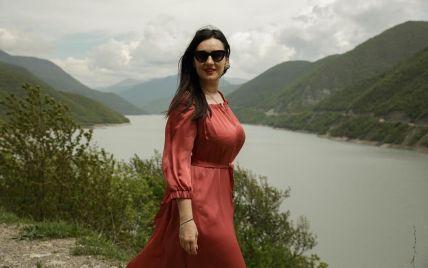 Именинница дня: Соломия Витвицкая в романтическом платье позировала на фоне гор
