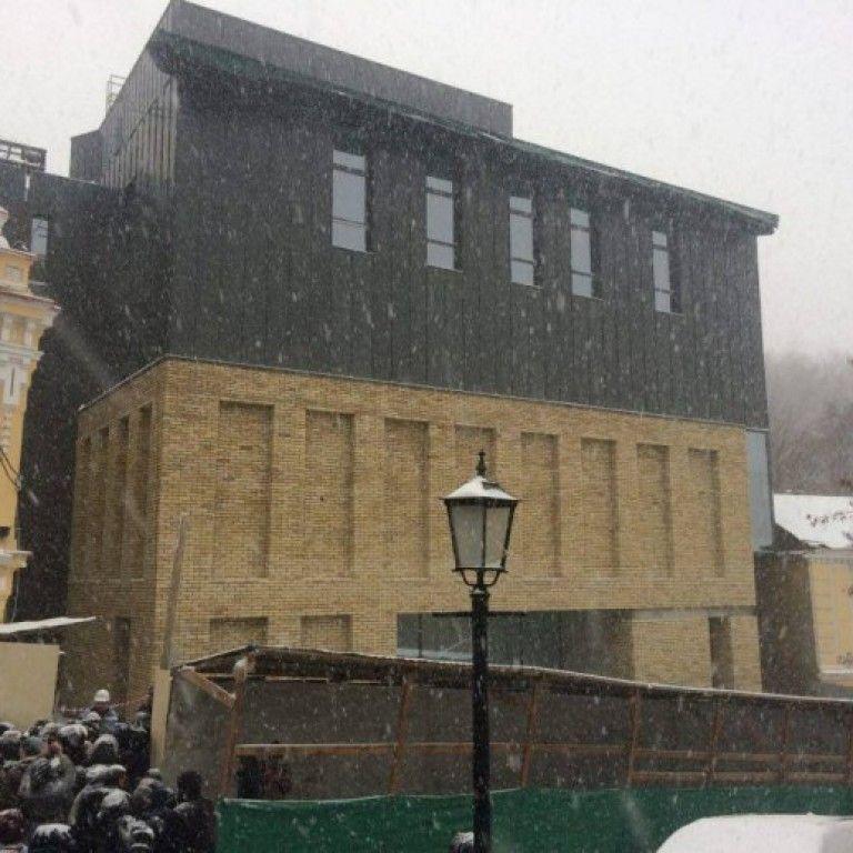 """КГГА обещает обязать """"откорректировать"""" фасад скандального театра, если так решит общественность"""