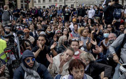 В Мельбурне антикарантинний протест перерос в столкновения с полицией