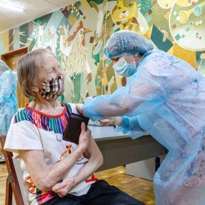 Вакцинація в Україні: за добу від COVID-19 щепили понад 126 тисяч осіб