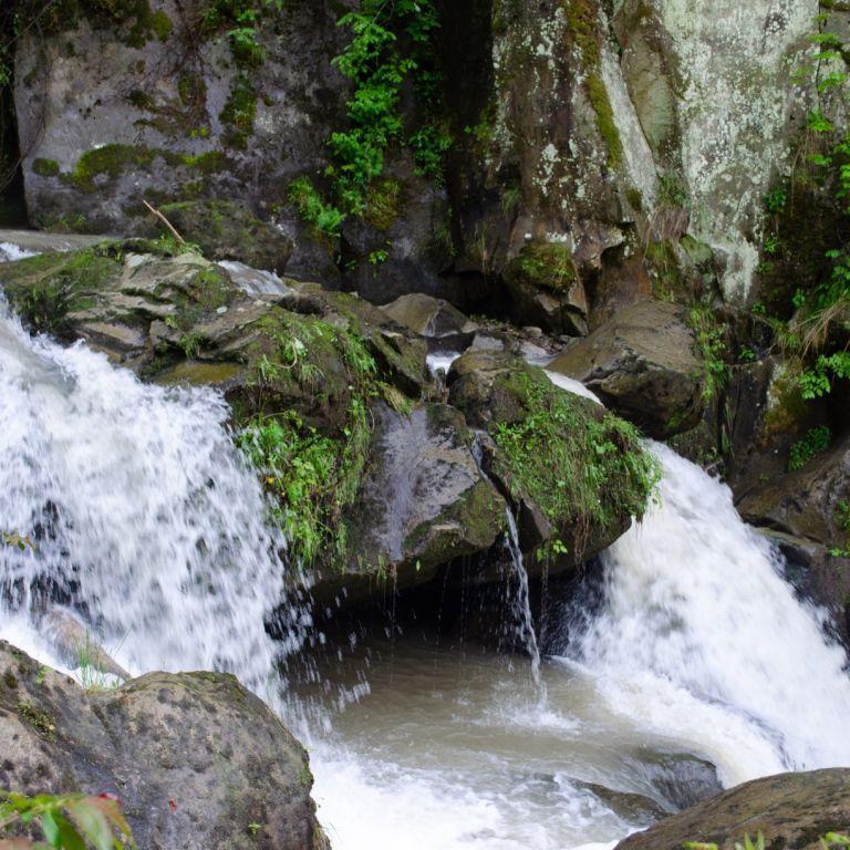 Після трагедії з 12-річним хлопчиком на екскурсії, біля водоспаду оглядовий майданчик обгородять сіткою