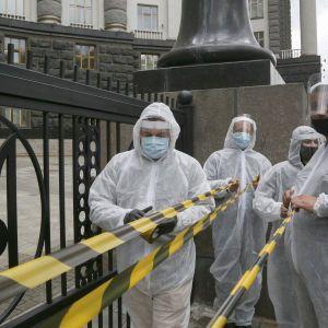 Локдаун вихідного дня: мери яких міст і чому збурились проти карантину
