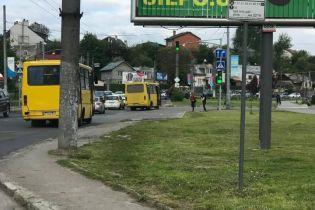 Вкрав ключі від автобуса, де були люди: у Львові побилися два водії маршруток