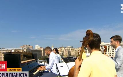 Як вуличний музикант став солістом на параді: ТСН розшукала піаніста, який зіграв у День Незалежності