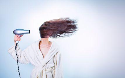 """""""Випадало разом зі шкірою"""": дівчина залишилася напів лисою після фарбування волосся у перукарки під Рівним"""